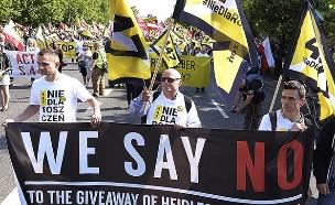 מחאה בפולין נגד מתן פיצויים ליהודים (צילום: AP, חדשות)