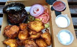המבורגר מחתרתי שחור  (צילום: ריטה גולדשטיין, אוכל טוב)