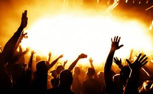 מסיבה (צילום: shutterstock | dwphotos)