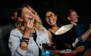 צפייה בסרט (צילום: kateafter | Shutterstock.com )