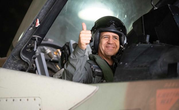 """כוכבי הצטרף לטיסה על מטוס """"סופה"""" (צילום: דובר צה""""ל, חדשות)"""