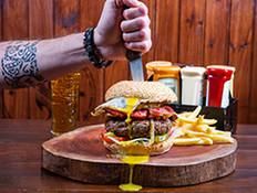 הדרכים הכי טעימות לחגוג את יום ההמבורגר