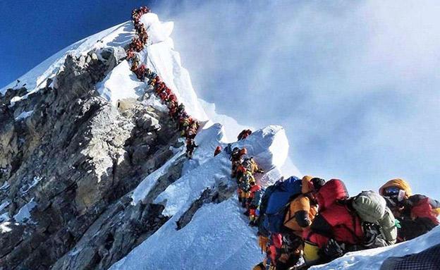 שחררו מההר? צפו בקריאה למטפסים (צילום: SKY NEWS, חדשות)