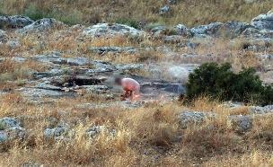 החשוד תועד מצית שרפה (צילום: דוברות המשטרה, חדשות)