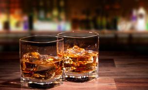 תפסיקו לשתות ככה וויסקי! (צילום: shutterstock | Jag_cz)