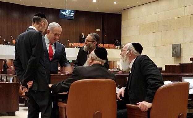 נתניהו וחברי הכנסת החרדים (צילום: החדשות)