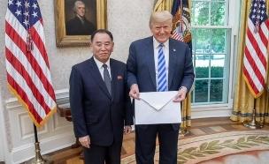 טראמפ לצד קים יונג צ'ול שחוסל (צילום: הבית הלבן, חדשות)