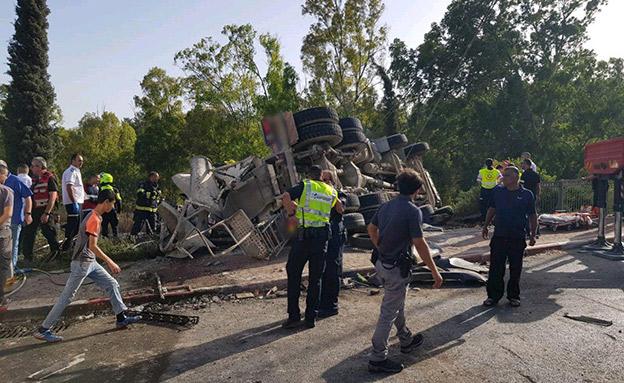 """זירת התאונה בכביש 60, היום (צילום: טל כהן דוברות מד""""א, חדשות)"""
