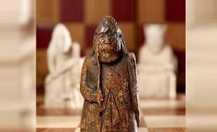 פיון מימי הביניים  מסדרת לואיס (צילום: AP, חדשות)