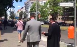 """צפו: השגריר חובש כיפה בברלין (צילום: חב""""ד, חדשות)"""