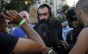 שליסל בעת מעצרו (צילום: רויטרס, חדשות)