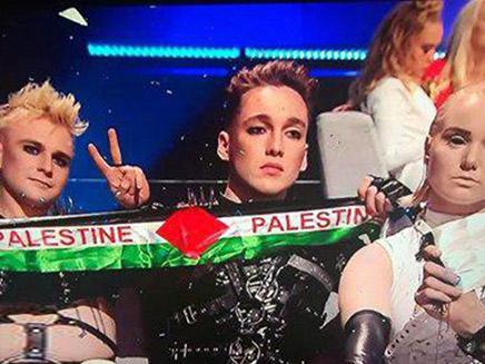 הלהקה האיסלנדית עם דגל פלסטין