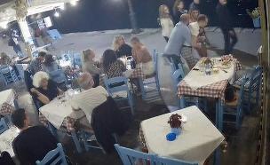 צפו: בעל המסעדה הציל את הלקוח (צילום: ENEX, חדשות)