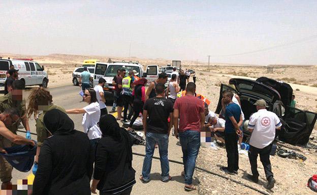 תאונת דרכים קשה בערבה (צילום: דוברות מדא, חדשות)