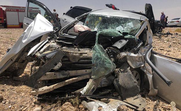 תיעוד: זירת התאונה בערבה (צילום: דוברות כבאות והצלה נגב מזרחי, חדשות)