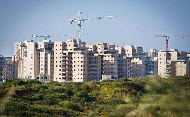 בנייה מאסיבית מצמצמת את השטחים הפתוחים (צילום: פלאש 90, משה שי, חדשות)