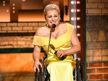 אלי סטרוקר, הזוכה הראשונה על כסא גלגלים
