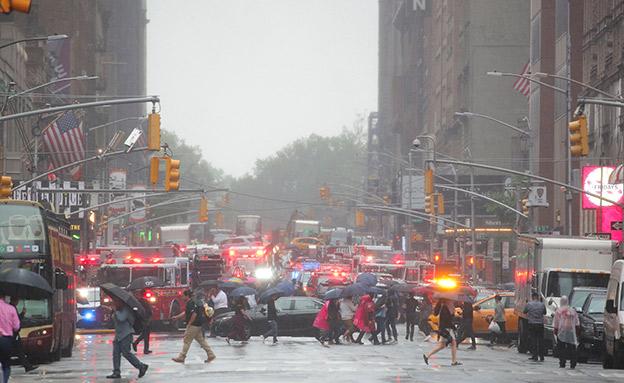כוחות ההצלה בזירת התרסקות המסוק במנהטן (צילום: רויטרס, חדשות)