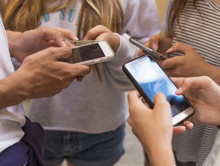 רשתות חברתיות בני נוער