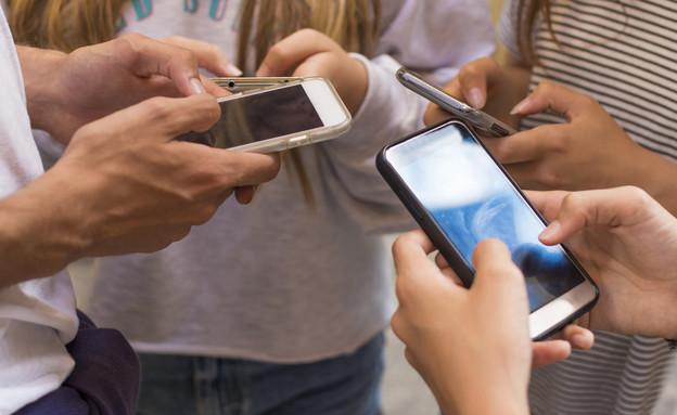 רשתות חברתיות בני נוער (צילום: By Dafna A.meron)
