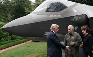 טראמפ וטייס 35-F (צילום: Alex Wong, GettyImages)