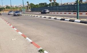 המדרכות שנצבעו באדום לבן על ידי ראש העיר רחובות (צילום: עדי אילוז, חדשות)