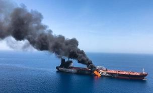 מיכלית נפט בוערת (צילום: AP, חדשות)
