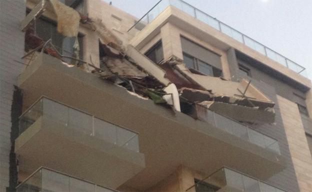 המרפסת שקרסה (צילום: אלון שני, חדשות 2)