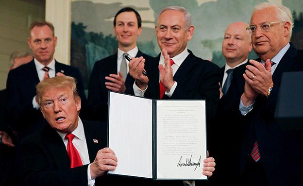 חתימת הצו המכיר בריבונות ישראל בגולן, אר (צילום: רויטרס, חדשות)