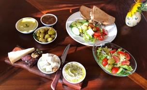 פלטת גבינות פונדק נאות סמדר  (צילום: ריטה גולדשטיין, אוכל טוב)
