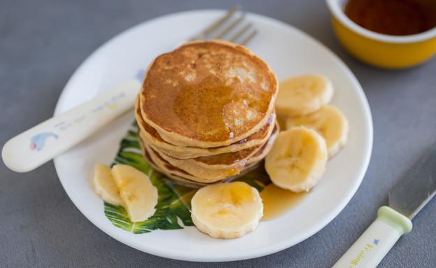 """פנקייק בננה וגבינה בתוספת סירופ מייפל (צילום: עידית נרקיס כ""""ץ, אוכל טוב)"""