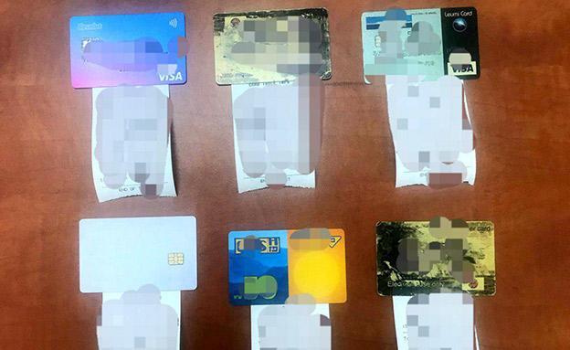 הכרטיסים שנתפסו (צילום: דוברות המשטרה, חדשות)