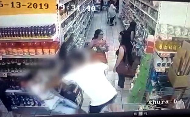 נגח והכה באגרופים: תיעוד התקיפה (צילום: דוברות המשטרה, חדשות)