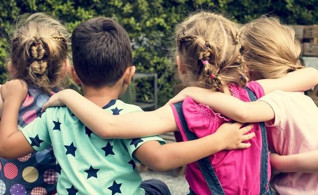 ילדות בגן (צילום: Zodiacphoto, shutterstock)