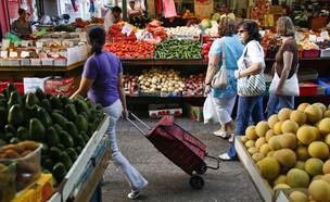 פירות וירקות בשוק (צילום: ניר כפרי, TheMarker)