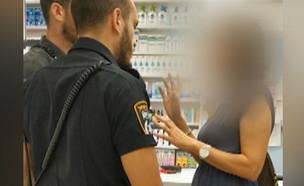 """תיעוד: תקרית גזענית בסניף סופר-פארם (צילום: מתוך """"חדשות הבוקר"""" , קשת 12)"""