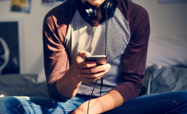 נער בטלפון