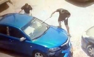 צפו: ויכוח על מקום חנייה - הפך לקטטה (צילום: משטרת ישראל, חדשות)