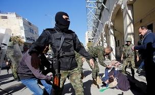 פיזור הפגנת תומכי חמאס בחברון (ארכיון) (צילום: רויטרס, חדשות)
