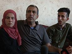 קטוסה ובני משפחתו, אתמול (צילום: החדשות)