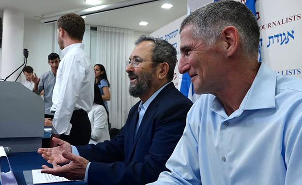 אהוד ברק ויאיר גולן (צילום: החדשות)