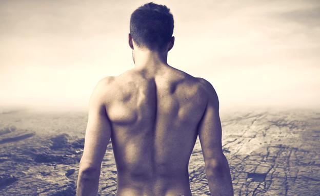 נודיסט במדבר (צילום: Ollyy, shutterstock)