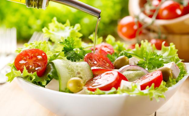 סלט ירקות עם שמן זית (צילום: By Dafna A.meron)
