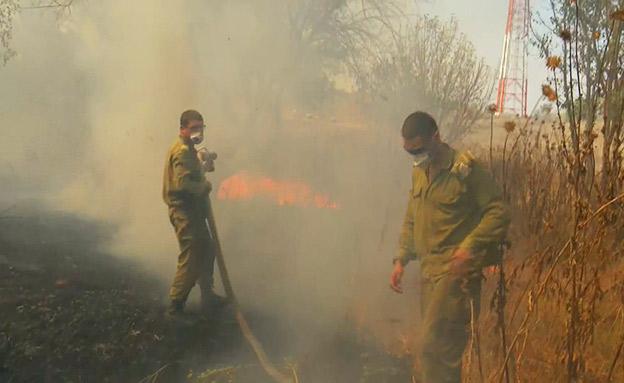 חיילים מכבים שרפה בדרום (צילום: החדשות)