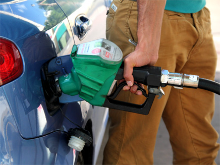 מהלילה: ירידה במחירי הדלק