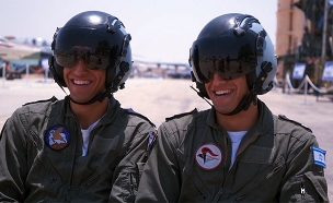 התאומים הזהים שהפכו לטייסים (צילום: החדשות)