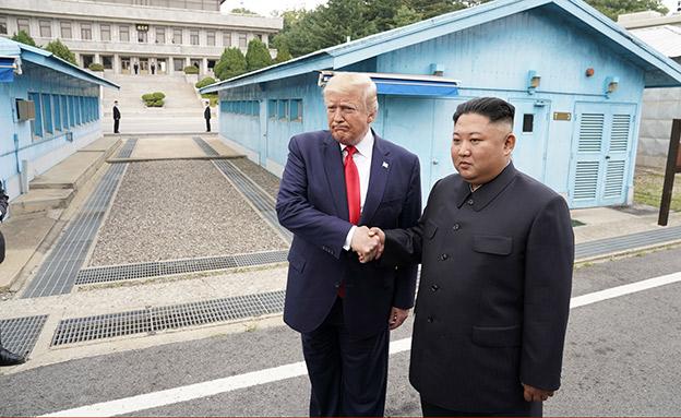 הפגישה המפתיעה בין טראמפ וקים (צילום: רויטרס, חדשות)