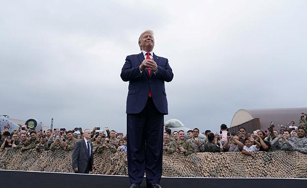 הנשיא האמריקני הראשון שדורך בצ' קוריאה (צילום: רויטרס, חדשות)
