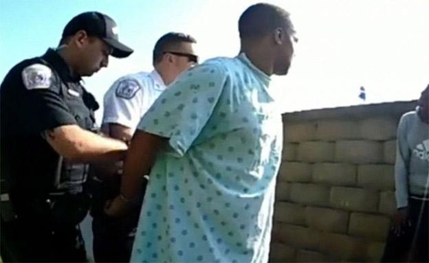 מעצר החשוד מחוץ לבית החולים (צילום: CNN, חדשות)