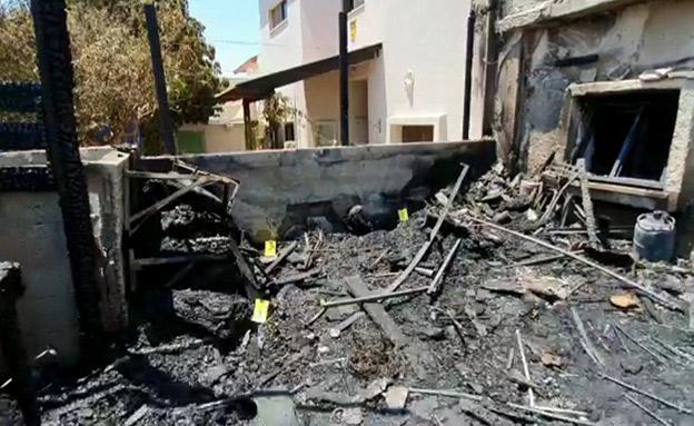 הבית שהוצת מבפנים (צילום: חדשות)
